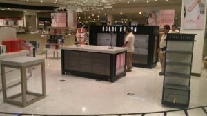 fabricacion-de-mobiliario-comercial-bobbi-brown-chetumal-luxury-design-3