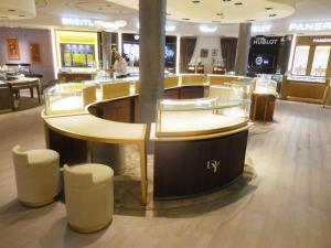 fabricacion-de-mobiliario-comercial-david-yurman-los-cabos-4