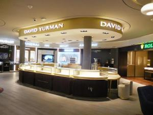 fabricacion-de-mobiliario-comercial-david-yurman-los-cabos2