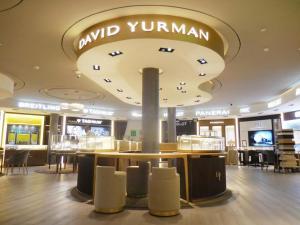 fabricacion-de-mobiliario-comercial-david-yurman-los-cabos3